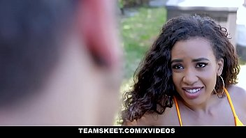 pakistanifullsex com www Film en francais maman baise sa fille hd