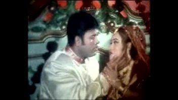 song sanu hot actor 3gp bangla Kissing and cuddling couple