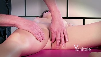 mp4 massage orgasmic Lexxxi lockhart and her nice oiled booty