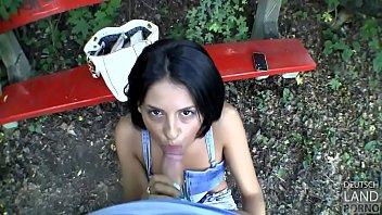 video palanquilla del Nenita colegiala le chupan la teta en el salon