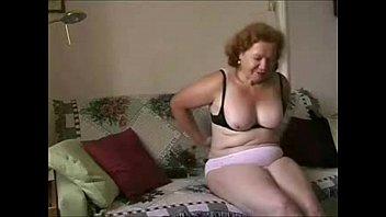 wife trio mature Abuelas estrapon lesvianas con jovenes