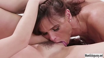 parlant en fran Girls boobs out of her blouse