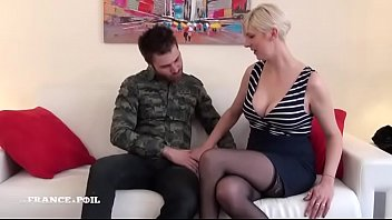 busty exhib french How to trick women into sleeping with you