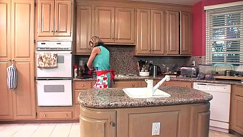 sexie nude pic Inocent mother in kitchen