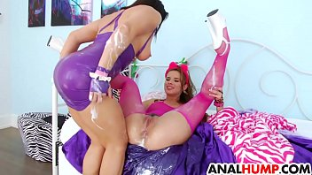 her takes h load over my all babe Mexicana muy caliente cogiendo