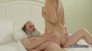 bara 30 ans Daughte swlowing fathers cum