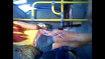 micro exibida no onibus Dando a bundinha na escola